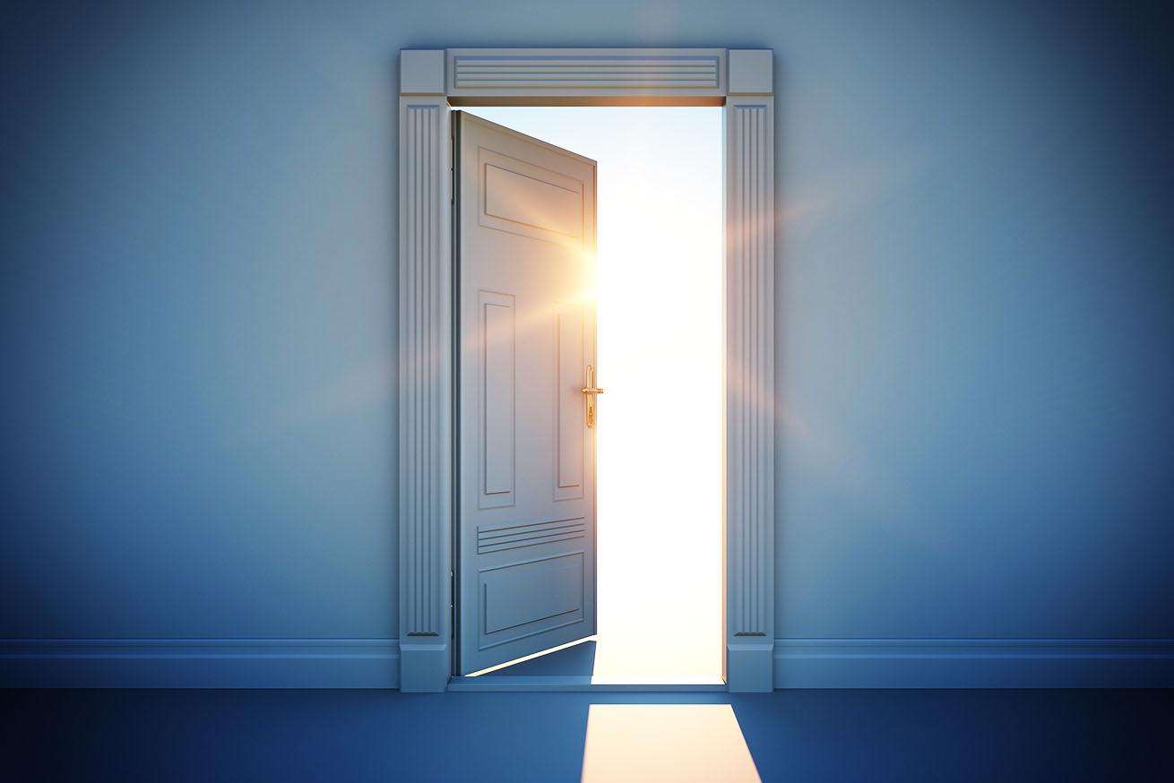 扉の向こう側に光
